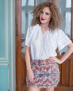 Delicate and ethereal, this exquisite ethnic blouse seduces with the alluring brilliance of natural silk, masterfully embroidered on white cotton fabric. Folk Embroidery, Learn Embroidery, Embroidery Ideas, Piece Of Clothing, Clothing Items, Four Leaf Clover, Peasant Blouse, Elegant Outfit, Pure White