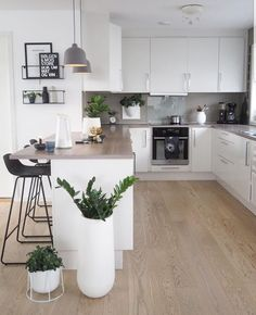 31 Beautiful Modern Condo Kitchen Design And Decor Ideas - - Home Kitchens, Kitchen Design Small, Fresh Kitchen, Kitchen Design, Kitchen Inspirations, Modern Kitchen, Home Decor Kitchen, Kitchen Room Design, Kitchen Interior