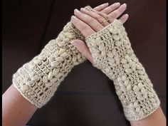 How to Crochet Finger less Crochet Gloves - Angel Stitch Fingerless Gloves - Crochet Tutorial Bonnet Crochet, Crochet Gloves, Diy Crochet, Crochet Beanie, Beginner Crochet Tutorial, Crochet For Beginners, Crochet Stitches, Crochet Patterns, Crochet Capas