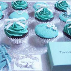 Who can resist the Tiffany blue?Tiffany cupcakes anyone? Tiffany E Co, Tiffany Party, Tiffany Wedding, Tiffany Theme, Tiffany Jewelry, Tiffany Engagement, Blue Wedding, Wedding Colors, Dream Wedding