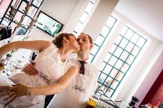 Dorota & Marcus: Hochzeitsfeier in der Küche | © hochzeitsfotos.in-fluenz.de Wedding Photography, Getting Married, Celebration