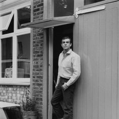 """""""Hey beautiful, come inside. I've got a glass of Sauvignon Blanc calling your name."""" 19 Vintage Photos Of Sean Connery That Will Make You Thirsty AF Sean Connery 007, Scottish Actors, James Bond Movies, Old Movie Stars, Bond Girls, Under My Skin, Marlon Brando, Alain Delon, Idris Elba"""