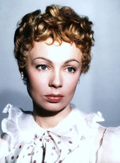 Dany ROBIN, née le 14 avril 1927 à Clamart, Hauts-de-Seine, et morte le 25 mai 1995 à Paris 16e, est une actrice française.
