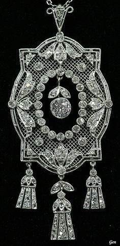 Openwork diamond pendant France around 1920 Old European cut diamonds, rose-cut diamond, platinum. Antique fine jewelry x