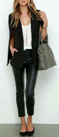 Sleek woven fabric shapes a draping, collared neckline, long lapels, and classic cape sleeves with leather black pants. Mode Outfits, Casual Outfits, Fashion Outfits, Fashion Trends, Women's Casual, Shopping Outfits, Mode Monochrome, Mode Cool, Look Blazer