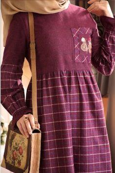 Ekose Desen Cep Detaylı Bordo Elbise - Titi Tutorial and Ideas Modesty Fashion, Abaya Fashion, Fashion Dresses, Fashion Infographic, Moslem Fashion, Stylish Hijab, Sleeves Designs For Dresses, Stylish Dresses For Girls, Islamic Fashion