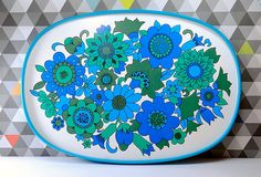 The blues and greens of this funky floral patterned tray really sing out like new. This collectable ovoid design for Marks & Spencer (St Michael as it was) looks lovely on display in a retro kitchen or in a camper van, giving a real flavour of 1970s fun. This example is in great vintage condition. It is really big and sturdy and we think would be brilliant for a lazy Sunday morning breakfast in bed!