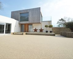 Clearstone Resin Bound Gravel. A stylish driveway surface for a contemporary new build home.