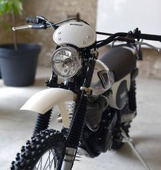 Browse a few of my well liked builds - unique scrambler ideas like this Yamaha Rx 135, Yamaha Bikes, Cool Motorcycles, Cafe Racer Bikes, Cafe Racer Build, Cafe Racers, Cafe Racer Motorcycle, Motorcycle Gear, Suzuki Van Van