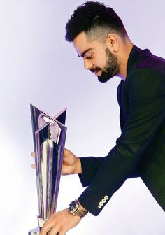 Virat Kohli is fitness & style goals for all the young guys out there. Choose from our list, the Virat Kohli hairstyle that suits you best. India Cricket Team, World Cricket, Cricket Sport, Virat Kohli Beard, Virat Kohli Instagram, Virat Kohli And Anushka, Virat Kohli Wallpapers, Cricket Wallpapers, Dhoni Wallpapers