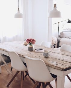 Build your own DIY dining table - table made from old planks - Farmhouse Dining Table Set, Diy Dining Table, Diy Esstisch, Interior Design Living Room, Home Furnishings, Home Furniture, Room Decor, Neutral Palette, Wood Pieces