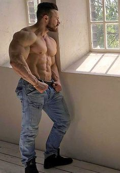 MUSCLE MAN DADDY