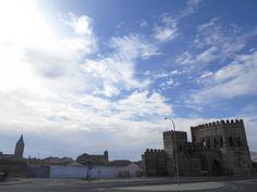 Panorámica de Madrigal de las Altas Torres entre la torre de la Iglesia de san Nicolas de Bari y la Puerta de Cantalapiedra