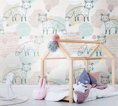 Tapeta w kolorowe liski w pokoju dziecięcym #pokojdzieciecy #pokoj #dzieci #tapeta #las #lisy #natura #pomieszczenie #grafika #childrensroom #room #children #wallpaper #forest #foxes #nature #interior #graphic