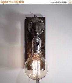 SALE 25% OFF industriële verlichting, wand Schans, rustieke muur lamp, muur licht, steampunk lamp, vintage verlichting, unieke lamp, verlichting, unieke Schans, door UrbanIndustrialCraft op Etsy https://www.etsy.com/nl/listing/198356727/sale-25-off-industriele-verlichting-wand
