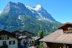 Mesmo em julho, no auge do verão, alguns dos picos alpinos continuam nevados #Grindelwald #Suíça