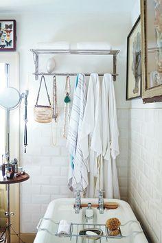 bathroom with a vintage scheme
