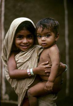 INDIA / Little Big Sister