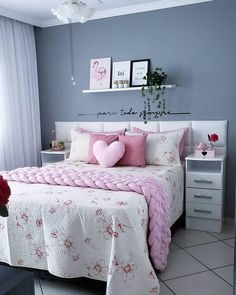 Cute Home Decor Bedroom Decor Ideas has never been so Top! Since the beginning of the year many girls were looking for our Dizzy guide and it is finally got released. Now It Is Time To Take Action! Bedroom Decor For Teen Girls, Cute Bedroom Ideas, Cute Room Decor, Room Ideas Bedroom, Girl Bedroom Designs, Small Room Bedroom, Bedroom Colors, Home Decor Bedroom, Master Bedroom