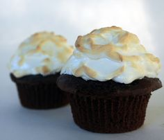 Baked Alaska Cupcakes. Gonna make these for Michael's birthday party