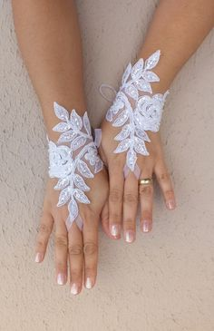 Blanc  gants. Des gants uniques, gants de mariée, gants de mariée, des gants de dentelle,