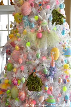Spring Easter Table Setting & An Easter Spring Tree – Between Naps on the Porch Easter Tree Decorations, Christmas Tree Themes, Holiday Tree, Valentine Decorations, Easter Decor, Easter Table Settings, Spring Tree, Easter Parade, Hoppy Easter