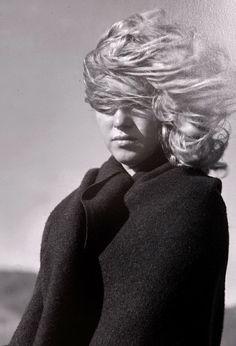 Marilyn Monroe (1926 - 1962), USA - by Andre de Dienes (1913 – 1985), Austrian/Hungarian