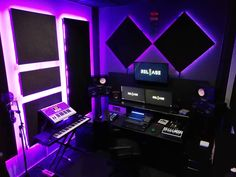 Great gear and lighting in this studio ready for production. 👍 By Gail Mounier. Recording Studio Setup, Home Studio Setup, Music Studio Room, Studio Desk, Sound Studio, Feng Shui, Home Studio Musik, Gaming Room Setup, Home Decor