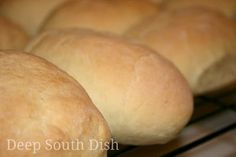 A light and fluffy homemade pistolette French roll, suitable as both a side bread, or for sandwiches. Bread Machine Recipes, Bread Recipes, Cooking Recipes, Creole Recipes, Cajun Recipes, Cajun Food, Gumbo Recipes, Cajun Cooking, Chicken Recipes