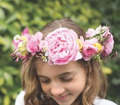 Janie Medley of JMFlora Design in Richmond, shows how to make a flower crown, a summery circlet of blossoms, with step-by-step instructions.
