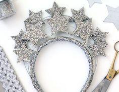 Que tal colocar alguns elementos celestes na sua fantasia de carnaval? Para as minhas, não vão faltar sol, lua e estrelas!
