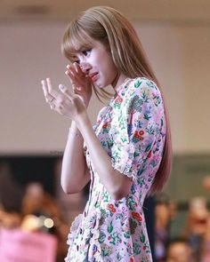 Lisa was overwhelmed by fans' support Blackpink Lisa, Jennie Lisa, Yg Entertainment, South Korean Girls, Korean Girl Groups, Taehyung, Jenny Kim, Lisa Blackpink Wallpaper, Kim Jisoo