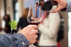 El vino de Rioja líder absoluto del mercado español en 2012, según Nielsen http://www.vinetur.com/2013051712368/el-vino-de-rioja-lider-absoluto-del-mercado-espanol-en-2012-segun-nielsen.html