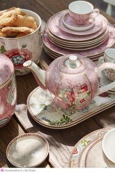 Pip Studio the Official website - Spring to Life Espresso Cup & Saucer Pink Pip Studio, Ice Creamery, Cake Tray, Royal Tea, Espresso Cups, Tea Cakes, Coffee Break, Cup And Saucer, Tea Set