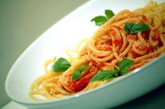 Kuchnia Bazylii: Delikatne spaghetti napoli