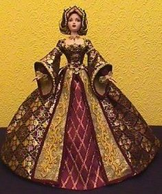 Anne Boleyn I have the red material, combo idea