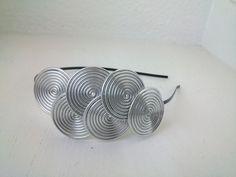 Diadema espirales cromáticas Plata de DADELOS COMPLEMENTOS por DaWanda.com