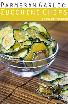 Who doesn't need more zucchini recipes? Parmesan Garlic Zucchini Chips from Frugal Living Mom. Healthy Snacks, Healthy Eating, Healthy Recipes, Stay Healthy, Breakfast Healthy, Dinner Healthy, Vegetarian Recipes, Dehydrated Food, Dehydrated Zucchini Chips