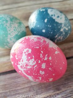 How to Marble Easter Eggs with Oil