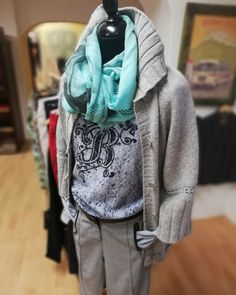 #fashionstorebook #sveter #outfit #outfitdna #outfitbook #oblecenie #obliekajsasnami #objednajsitu #nahodsa #oblecsa #nakupyonline #slovakfashion Dna, Hooded Jacket, Athletic, Hoodies, Store, Outfit, Book, Sweaters, Jackets