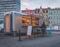 Poznań ul. Św. Marcin Więcej na snapchat: poznagram   #poznagram #poznangram #poznan #poznań #posen #poland #polska #igers #vscocam #vscopoland #vsco #igerspoland #spring #city #walk #architecture #architektura  #sun #clouds #bluesky #building #people #cars #trees #citycentre #huntgrampoland #huntgram #artystycznapodroz #visualsgang #polskarchitektura by poznagram