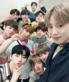 Wanna One Forever Jinyoung, Bae, Ong Seung Woo, One Twitter, Twitter Update, All Meme, You Are My World, Guan Lin, Photo Grouping