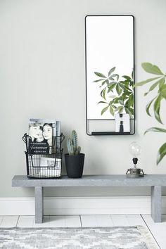 10. hall  4. Placera en bänk i anslutning till skostället och du får en given plats att snöra på dig pjucksen.  http://www.elledecoration.se/11-inspirerande-tips-med-hallen-i-fokus/