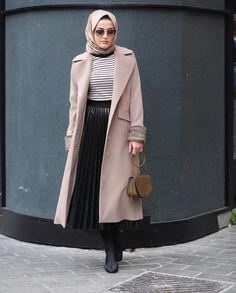 Skirt winter work chic ideas for 2019 Islamic Fashion, Muslim Fashion, Modest Fashion, Hijab Fashion, Fashion Outfits, Hijab Outfit, Hijab Dress, Hijab Style, Hijab Chic