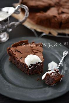 Schokoladenkuchen ohne Mehl - mit Butter, Schokolade, Zucker und Eiern - http://www.backen-mit-spass.de/rezepte-schokokuchen/623-rezept-fuer-schokoladenkuchen-ohne-mehl