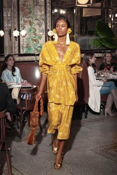 The complete Johanna Ortiz Resort 2019 fashion show now on Vogue Runway. Fast Fashion, Fashion 2018, Fashion Week, Look Fashion, High Fashion, Fashion Show, Fashion Outfits, Womens Fashion, Fashion Trends