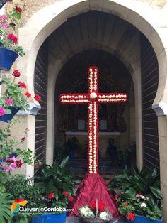 Hoy #viernes le damos la bienvenida a un un #FinDeSemana muy especial, donde los cordobeses desde ayer #jueves disfrutan en plazas y calles de nuestra ciudad de las #CrucesDeMayo, festividad cordobesa por excelencia. 🌷 Pero... ¿Conocéis el origen de esta fiesta? ¡Atent@s! 🌷  Se dice que se remonta a la época romana, el día 3 de #mayo Santa Elena halló la cruz de Jesús, tras comprobar que era real la puso sobre los enfermos y los curó, el día de su muerte rogó a todos los creyentes que la…