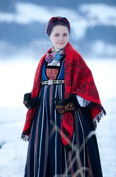 Fending off the snowy chill in a beautiful traditional Norwegian /Scandinavian Folk Costume. Folk Clothing, Historical Clothing, Traditional Fashion, Traditional Dresses, Folklore, Costume Ethnique, Costumes Around The World, Mode Boho, Ethnic Dress