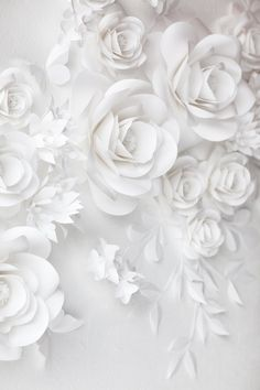 White Wedding Paper Flower Decor - White Paper Flowers This paper flower set of 24 Unique Large Paper Flowers + 15 paper leaves + 5 Paper Butterflies will cover around X space It includes: White Paper Flowers, Paper Flower Decor, Paper Flowers Wedding, Paper Flower Backdrop, White Wedding Flowers, Flower Wall Decor, Wedding Paper, Flower Decorations, Wedding White