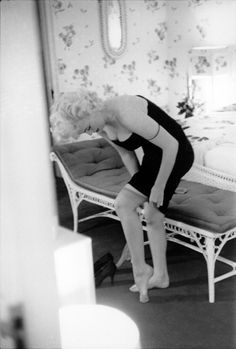 "Marilyn prepares for premiere ""Cat on a Hot Tin Roof"" in her suite of The Ambassador Hotel; New York March 24,1955 photographed by  Ed Feingersh"